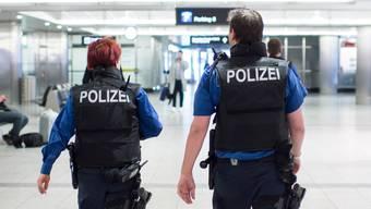Bei einer Kontrolle am Flughafen Zürich haben Polizisten einen Drogenkurier aus Brasilien überführt. (Symbolbild)