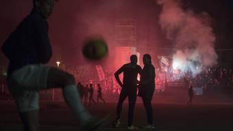 Die Lichter des Stadion Bruegglifeld gehen vor dem Spiel aus beim Challenge League Meisterschaftsspiel zwischen dem FC Aarau und dem FC Zuerich vom Montag, 13.Maerz 2017, in Aarau. (KEYSTONE/Urs Flueeler)