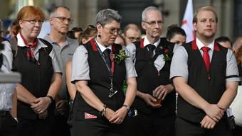 Menschen gedenken dem verstorbenen SBB - Zugbegleiter im Zuercher Hauptbahnhof am Freitag, 9. August 2019, (KEYSTONE/Walter Bieri)