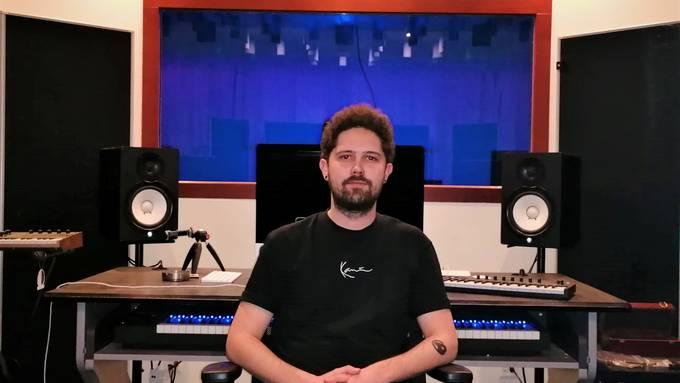 Produzent Dardan Demaj, besser bekannt als ddp, in seinem Dietiker Studio.