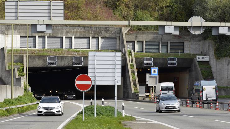 Die Betondecken des Portalbauwerks in Weiningen muss verstärkt und die Wände saniert werden.