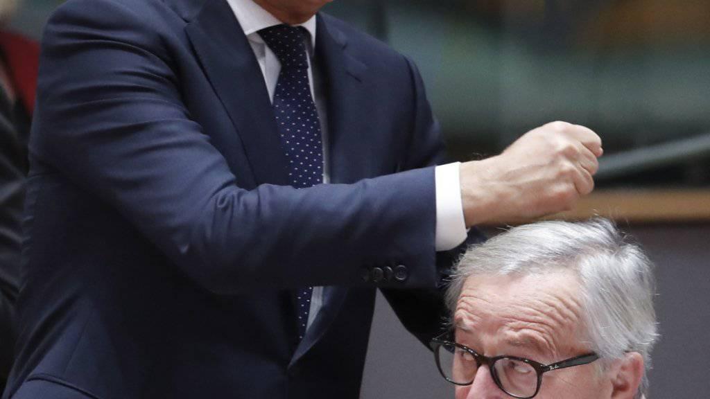 EU-Ratspräsident Tusk (links) wurde es dann allerdings zu bunt, und er schlug zurück (mit Juncker, rechts, am 13. Dezember 2018 in Brüssel).