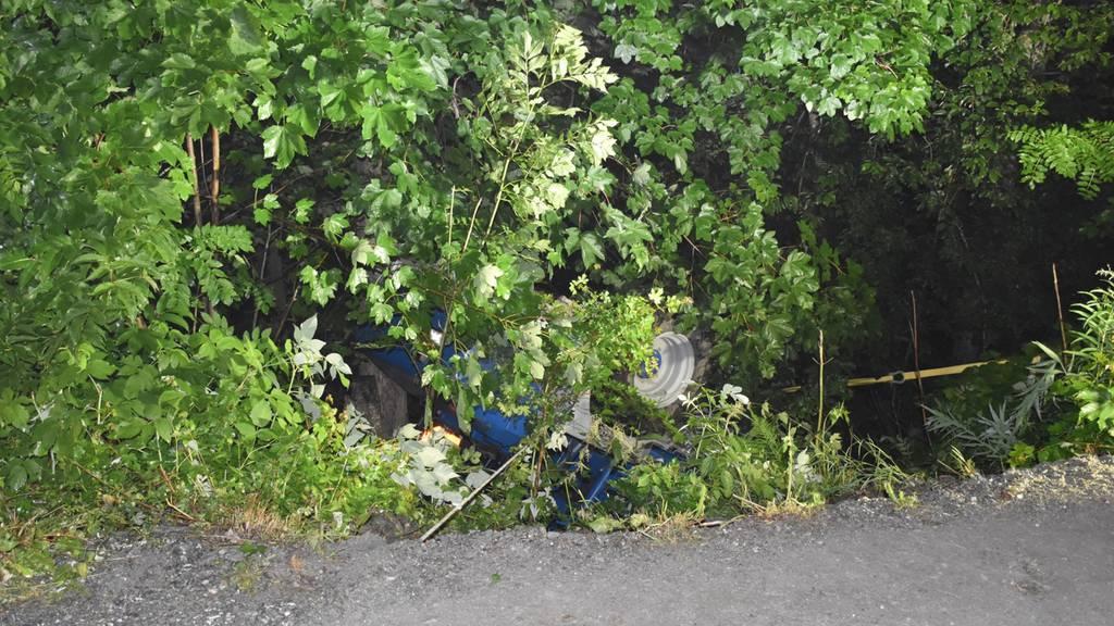 Dumperfahrer von Fahrzeug eingeklemmt und tödlich verletzt