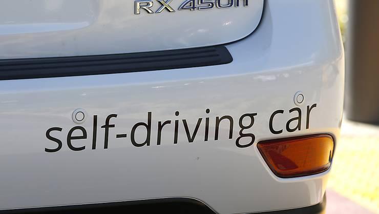 Ein zu einem selbstfahrenden Auto umgebauter Lexus-Wagen. (Symbolbild)