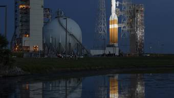 Die US-Raumfahrtbehörde Nasa hat den Start der weltweit ersten Sonde, die durch die Sonnenatmosphäre fliegen soll, verschoben. Grund dafür war eine Unregelmässigkeit, die in den letzten Minuten des Countdowns auftrat.