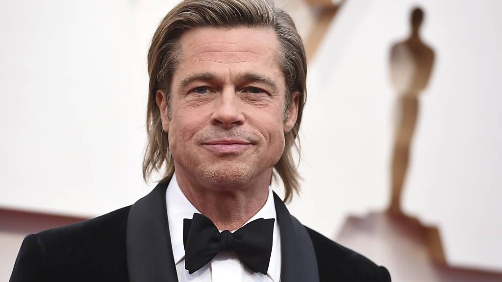Brad Pitt hat dem Oscar für den besten Nebendarsteller gewonnen.