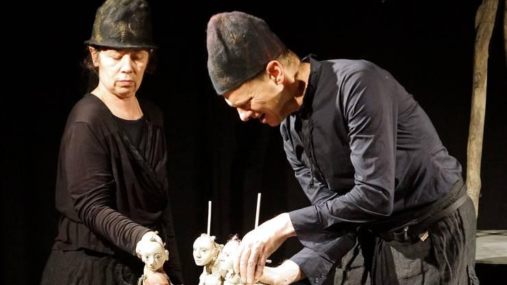 Theater mit Puppen: Silvia und Stefan Roos bei der Aufführung in Wettingen.