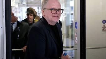 Er habe seine Sinne zusammengehabt und sei entspannt gewesen, sagte Musiker Herbert Grönemeyer vor Gericht. Zwei Angeklagte haben davor behauptet, am Flughafen Köln/Bonn von dem Sänger angegriffen und verletzt worden zu sein.