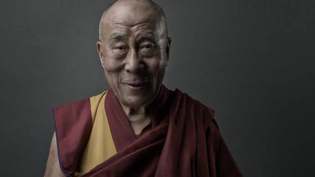 Der Dalai Lama, das spirituelle Oberhaupt der Tibeter, beim Interview mit der «Schweiz am Sonntag». Foto: Noë Flum