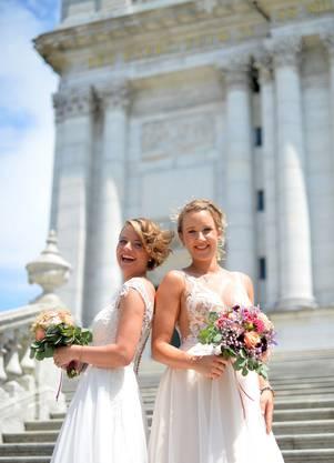 """""""l'amore"""" Brautmode zeigte eine Modeschau."""