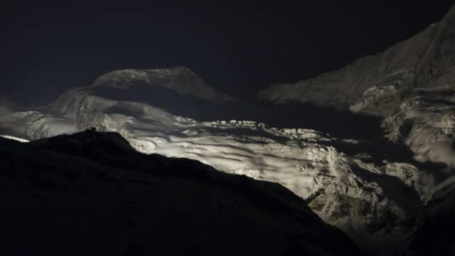 13 Walliser Gipfel leuchteten gleichzeitig zum 200-Jahr-Jubiläum