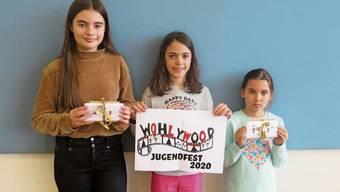 Die Gewinnerinnen des Logo-Wettbewerbs: Anisa Amiti (3. Platz), Amy Boller (1.) und Xenia Koch (2., von links).