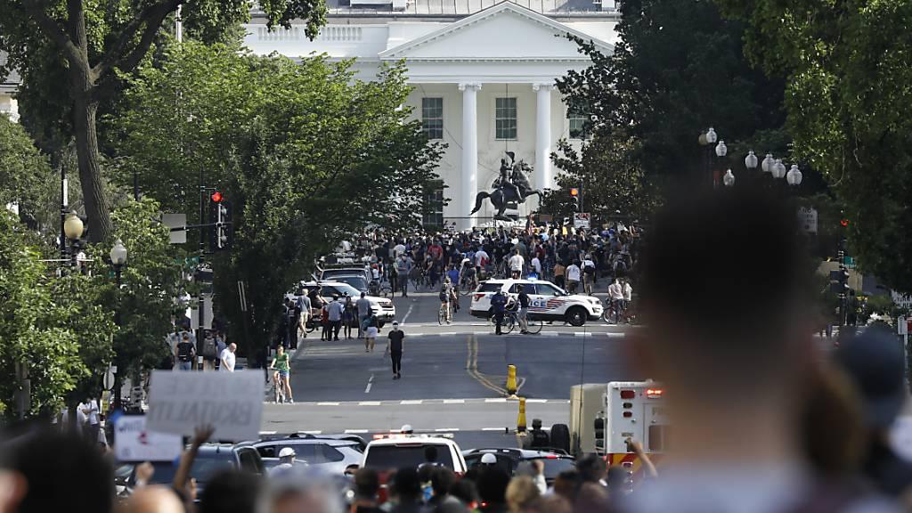 Demonstrationen vor Weissem Haus trotz Ausgangssperre