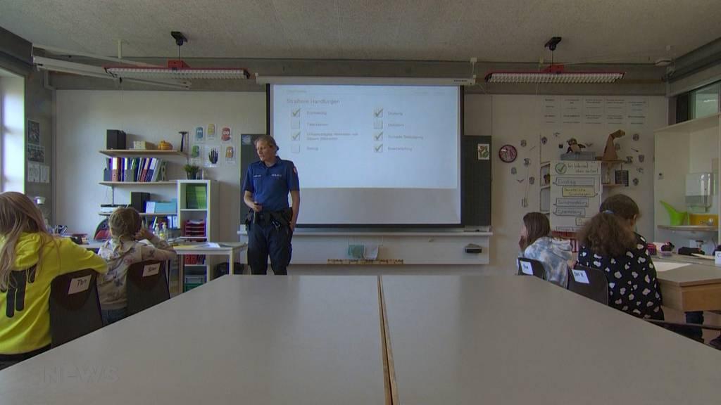 """Mehr Präventionsunterricht für Schulklassen: """"Digitale Medien"""" – Kantonspolizei Bern klärt auf"""