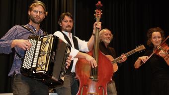 Das Quartett Sanysaidap begleitet die Vorführungen des Theaters Gansingen.