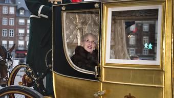 Die dänische Königin Margrethe II. in einer goldigen Kutsche unterwegs in der Hauptstadt Kopenhagen.