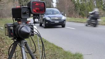 Bei einer Geschwindigkeitskontrolle zwischen Tegerfelden und Bad Zurzach wurden fünf Lenker erwischt, die massiv zu schnell waren. (Symbolbild)