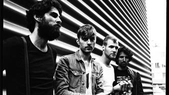 Ihr Mittel im Kampf gegen das Flüchtlingselend ist die Musik: Marco, Jari, Jacob und Massimo von der Basler Alternative-Rockband Navel (v.l.). ZVG