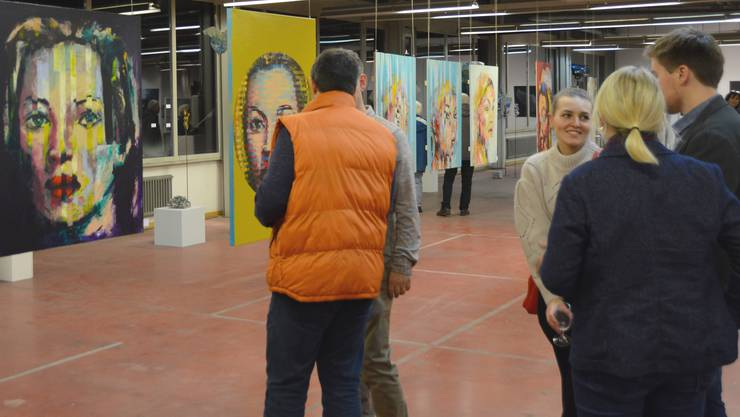 """Impressionen von der Benefiz-Ausstellung """"Untitled - Kunst stellt aus"""" zugunsten der Stiftung Burundikids Schweiz."""