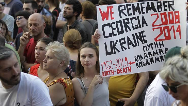 In der georgischen Hauptstadt Tiflis gab es auch am Samstag Proteste gegen einen übermässigen Einfluss Russlands.