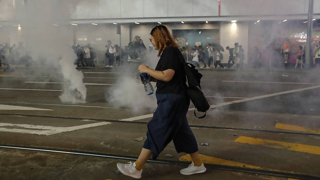 Ausschreitungen in Hongkong nach friedlicher Grosskundgebung