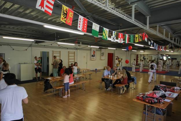 Das Nationale Trainingszentrum für Kampfsport bietet Besuchern aus der Öffentlichkeit Einblick in seine Kampfkünste