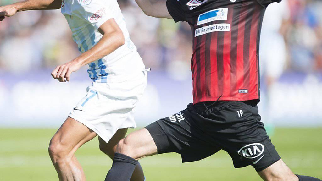 Adrian Winter (links) vom FC Zürich gegen Aaraus Juan Pablo Garat