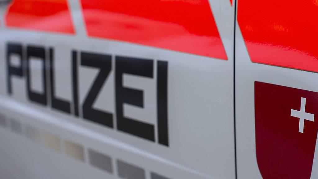 Ein mutmasslicher Schlepper ging der Schwyzer Kantonspolizei ins Netz. (Symbolbild)
