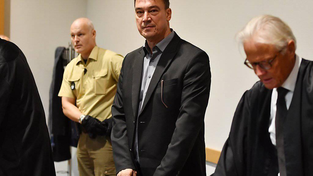 Der bayerische Politiker Förster hat zum Prozessauftakt ein umfassendes Geständnis abgelegt. Dennoch drohen ihm mehrere Jahre Gefängnis.