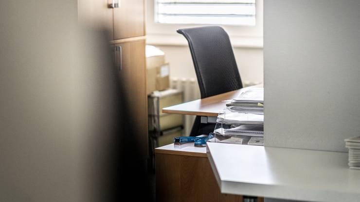 Während Coronakrise bleiben viele Bürostühle leer. Allmählich kehren die Menschen an ihre Arbeitsplätze zurück.