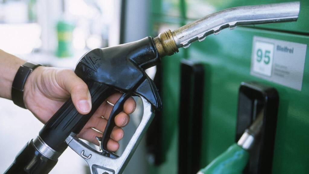Der Ruedi-Rüssel-Konzern Moveri übernimmt 200 Tankstellen von BP und Shell. (Symbolbild)
