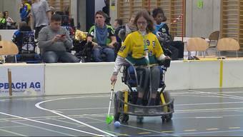 Die Fricktalerin Susanne Henzmann spielt für ihr Leben gerne Elektro-Rollstuhl-Hockey. Nun sammelt sie für einen besseren E-Rollstuhl – mit Erfolg.