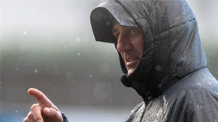 Stürmische Zeiten? Nati-Trainer Vladimir Petkovic muss sich vor dem Start der EM-Qualifikation nur vor dem Wetter schützen.