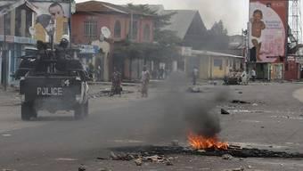 Polizisten im Einsatz in der kongolesischen Hauptstadt Kinshasa: Im Osten des Landes wurden bei Angriffen über 20 Menschen getötet. (Symbolbild)