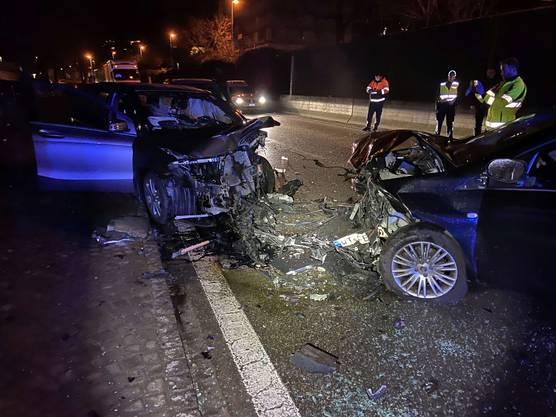 Döttingen AG, 10. Dezember: Im Morgenverkehr geriet ein Neulenker auf der Koblenzerstrasse auf die Gegenfahrbahn und kollidierte dort mit einem Auto. Es entstand Totalschaden, drei Personen wurden verletzt.