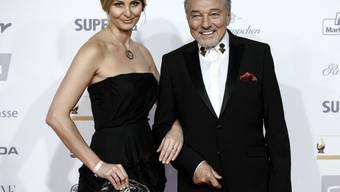 """Karel Gott - hier mit seiner Frau Ivana - hat zum 42. Mal die """"Tschechische Nachtigall"""" gewonnen. Dabei wiederholt er sich eigentlich äusserst ungern, wie er sagt. (Archivbild Oktober 2017)"""