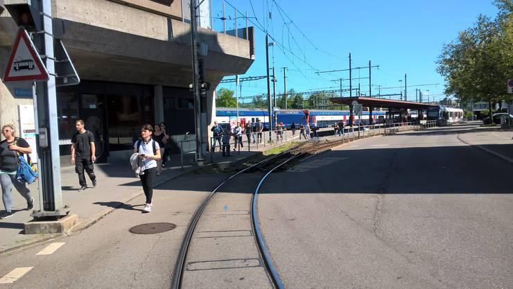 Der Bahnverkehr steht still.