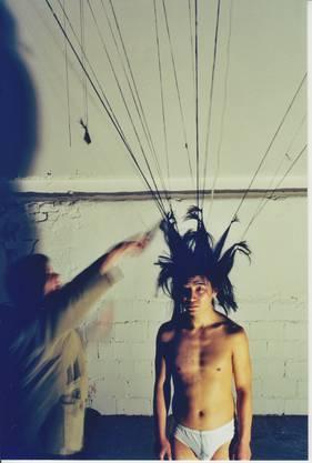 ChenTan, Kaskadenkondensator, ohne Titel, 2001.