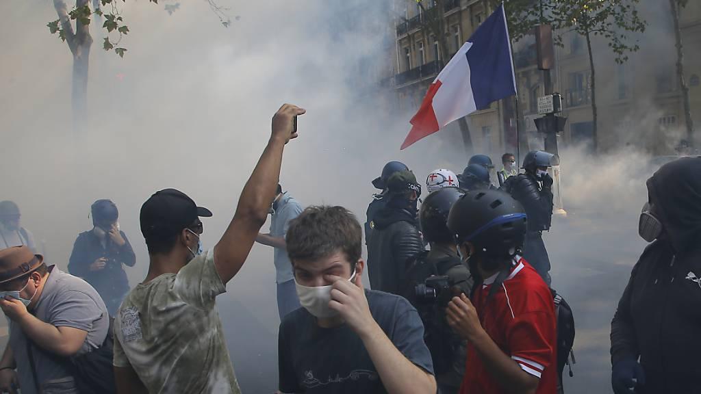 Dutzende Festnahmen bei Gelbwesten-Protest in Paris
