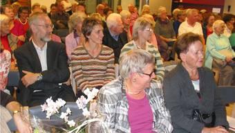 Viel interessiertes Publikum beim Sozialapéro in Möhlin mit Referentin alt Regierungrätin Stephanie Mörikofer (vorne Mitte)