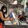Auch in Läden im Kanton Solothurn Basel-Stadt müssen ab dem 3.September Masken getragen werden. (Archiv)