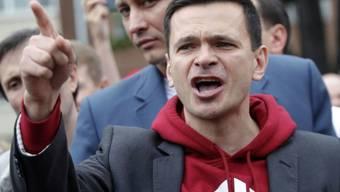 Nach seiner Freilassung wurde der Oppositionelle Jaschin vor den Gefängnistoren gleich wieder verhaftet. (Archivbild)
