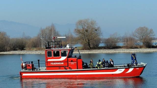 Ein österreichisches Feuerwehrboot bei Bregenz (Archiv)