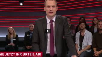 """Schuldig oder nicht: SRF-Moderator fordert das TV-Publikum zur Abstimmung auf nach dem Film """"Terror - Ihr Urteil"""". (Screenshot SRF)"""