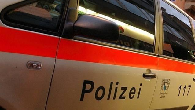 Angegriffen wurden die Polizisten vor und nach dem Fussballspiel zwischen dem FC Zürich und dem FC Basel.