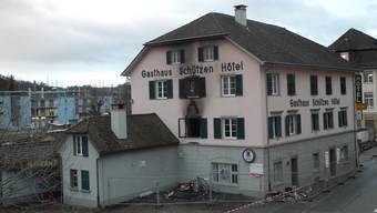 Am Montagabend brannte es mehrere Stunden im ehemaligen Hotel Schützen in Laufenburg. Es entstand ein Sachschaden von rund 650000 Franken.