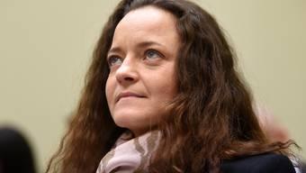 Sie will von den NSU-Taten erst im Nachhinein erfahren haben: Beate Zschäpe bei der Verlesung ihrer Aussage im Gericht.