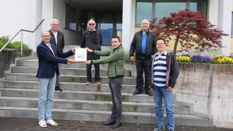 Die Petitionsübergabe fand vor dem Gemeindehaus statt.Bild: dka