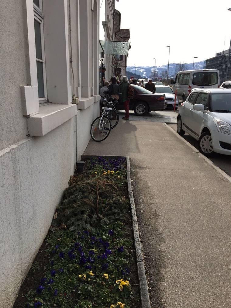 Das Auto fuhr quer über die Strasse (Bild: zVg)