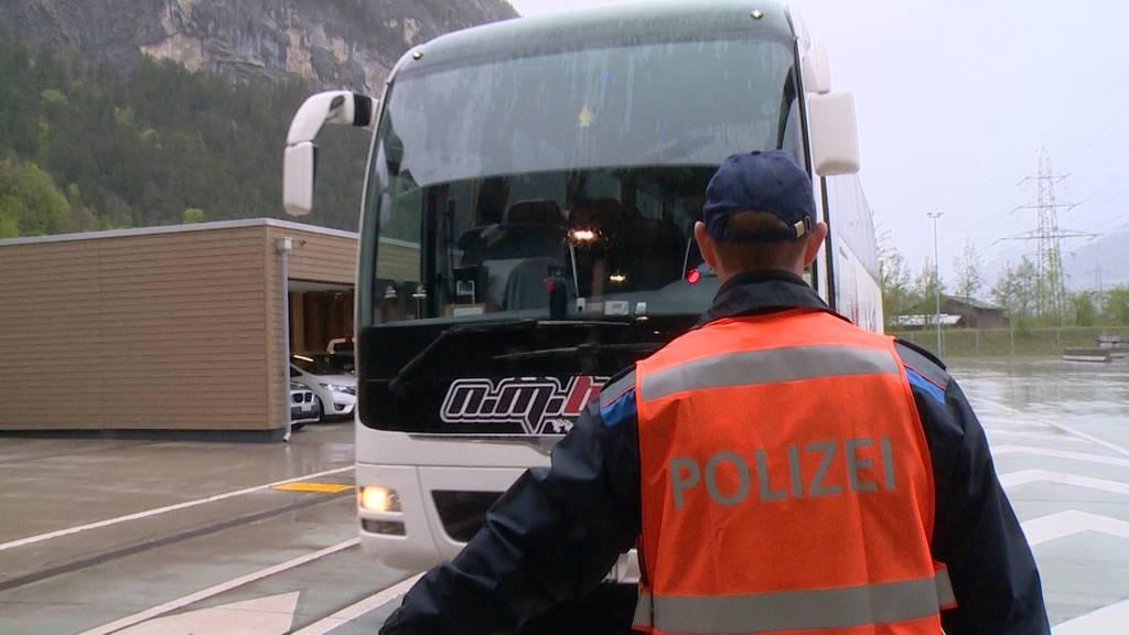 Jeder 10. kontrollierte Reisecar am Gotthard hat Mängel
